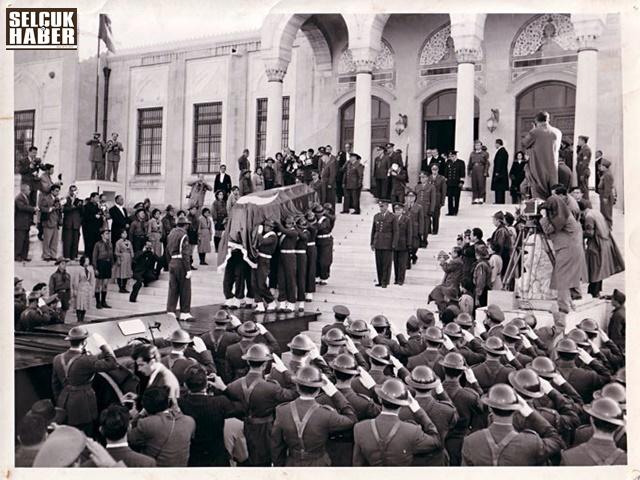 Mustafa-Kemal-Atatürk-8