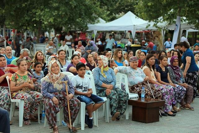 1-belevi-seftali-festivali-yapildi (1)