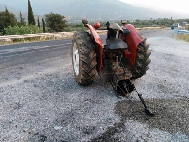 Traktör paramparça oldu
