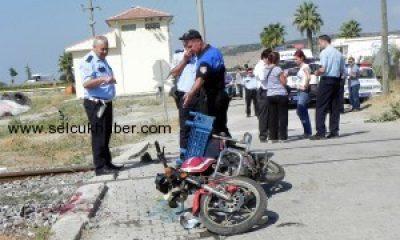 Selçuk'ta Motosiklet Tren Altında Kaldı:1 Ölü