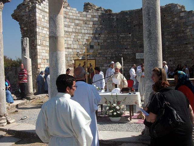 efes-meryemana-kilisesinde-ayin (2)
