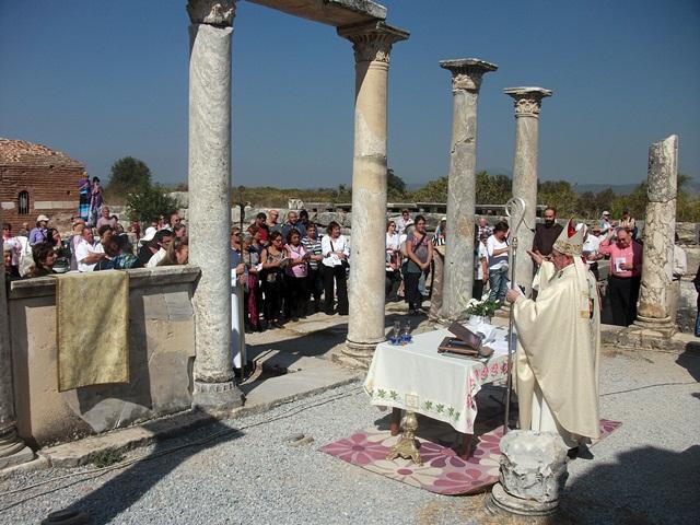 efes-meryemana-kilisesinde-ayin (4)