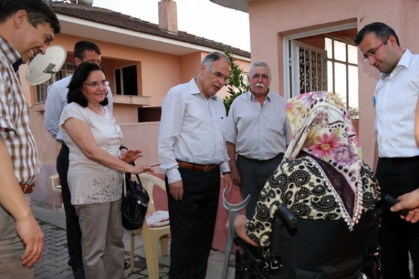 Yaşlı ve Engellilere Tekerlekli Sandalye