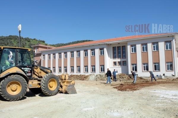 Üniversite Açılışa Hazırlanıyor