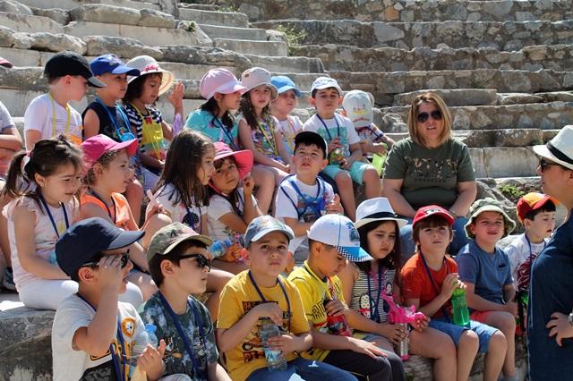 Arkeoloji Kulübü Öğrencileri Efes Ören Yerini Gezdi (2)
