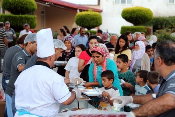 Selçuk'ta mahalleye dönüşen köylerde iftar sofrası