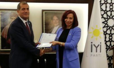 İYİ Parti'nin Yeni İlçe Başkanı Nalan Akduman Mazbatasını Aldı